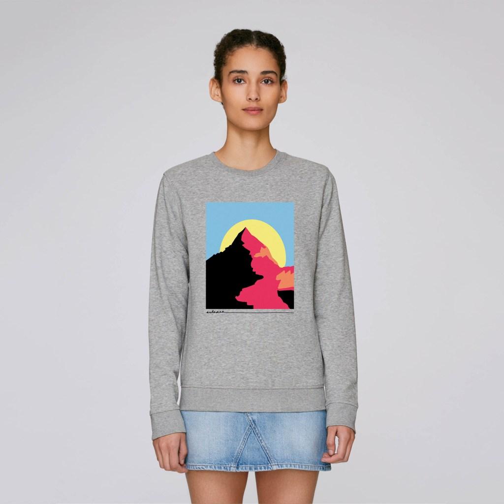 Eskapee-Mountain-sweater-mockup-1
